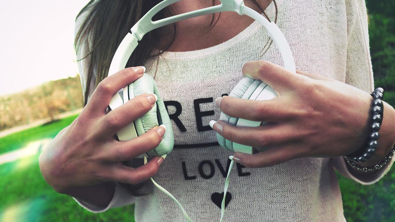 Je cherche une app musique gratuite a écouter hors connexion ...
