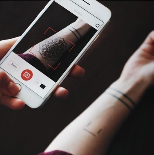 les meilleurs services de simulation de tatouage en ligne. Black Bedroom Furniture Sets. Home Design Ideas